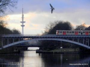 06_Fernsehturm_Viadukt_Kuhmühlenteich_Hamburg