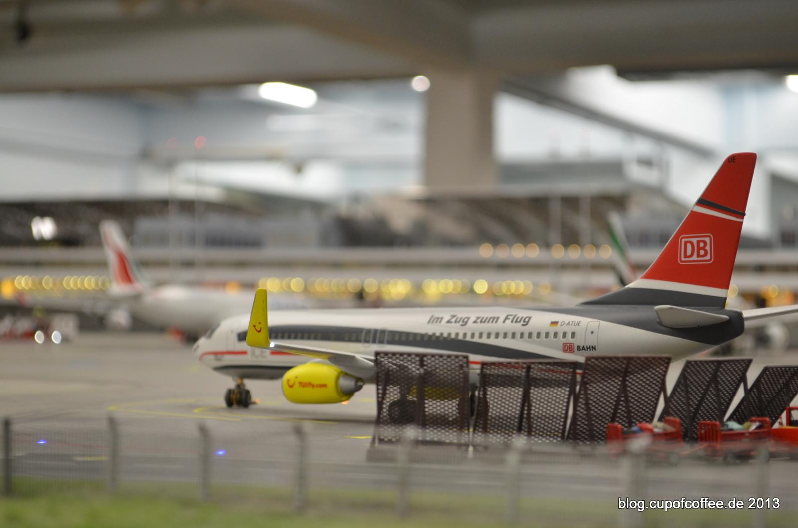 Zug, oder Flugzeug? Die TUI B737 im ICE-Design.