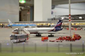 Die TU 154 wird auf dem Vorfeld abgefertigt.