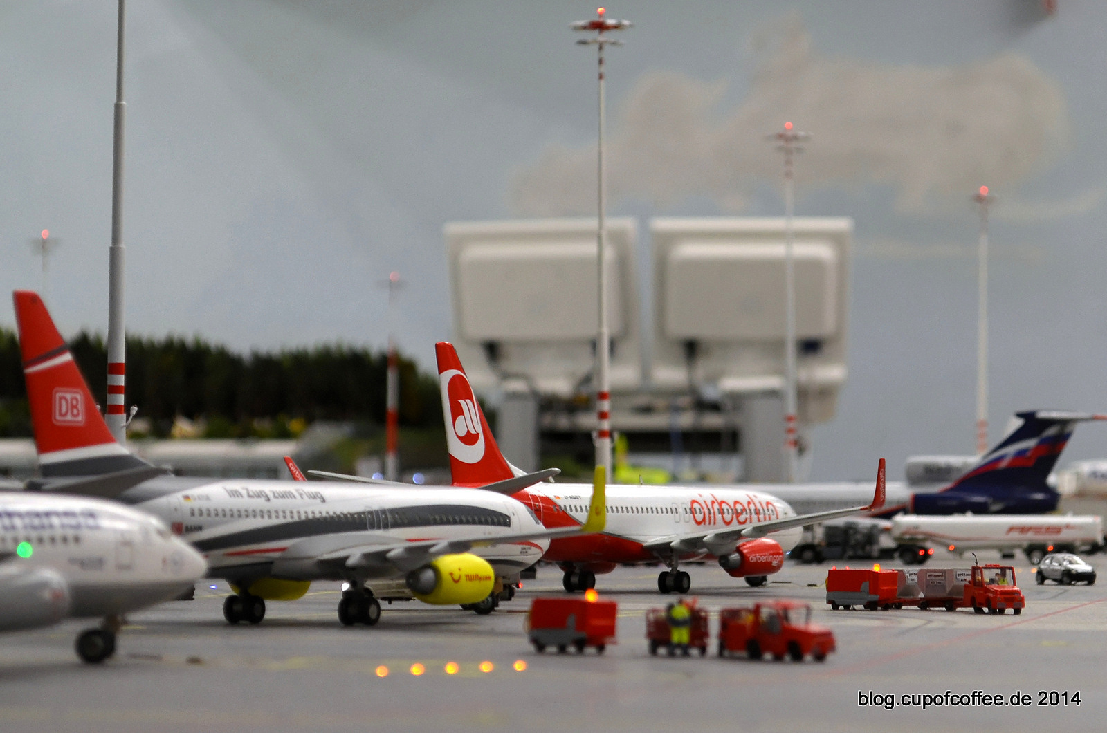 Drangvolle Enge auf dem Vorfeld des Knuffingen Airport.