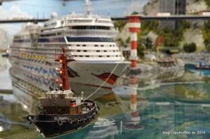 Auch der 2,2 Meter Pott muss um die Insel herum. »Hafengeburtstag 2014