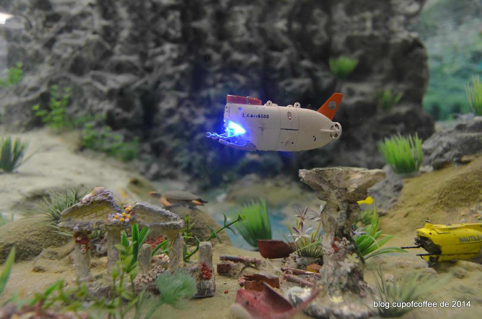 Miniatur U-Boot SHINKAI 2000 beim  Hafengeburtstag 2014