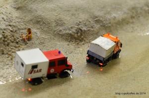 Unimogs waten durchs Wasser der Nordostsee. MFM 2014