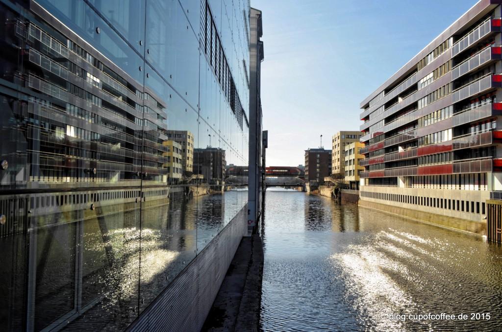 11-Spiegelung-Doppel-X-Hochhaus-Hamburg