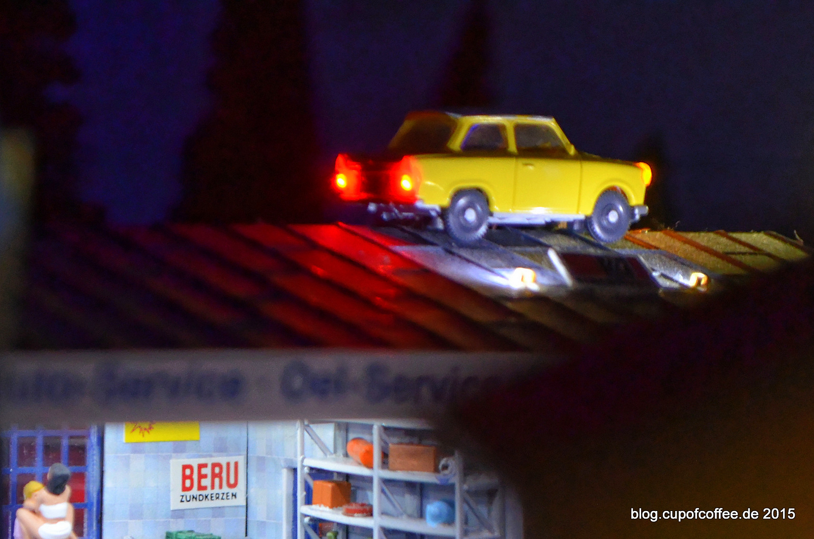 Wenn der Trabbi merkwürdig klappert, kann die Ursache im Motorraum liegen, muss aber nicht.