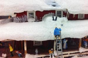 Ob es eine gute Idee war, auf dem Dach Schnee schippen zu wollen? Sicher nicht! Seit der Eröffnung des Skandinavien-Abschnitts im Sommer 2005 versucht man nun schon, den unglücklichen Herren aus seiner misslichen Lage zu befreien.