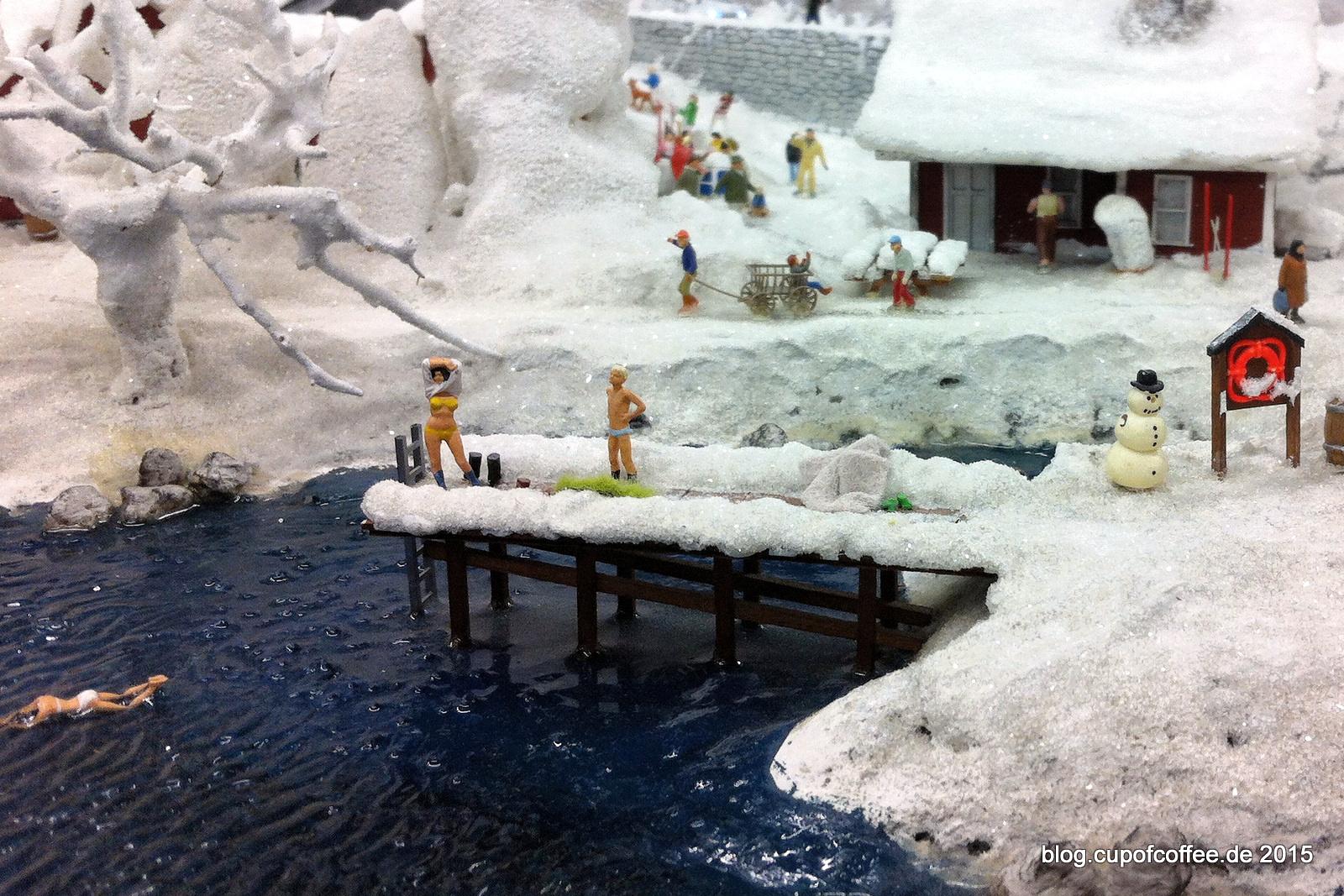 Gerade, wenn der Winter kommt, soll der Mensch sich abhärten. Wir wissen allerdings aus gesicherten Quellen, dass zumindest die Dame auch im Sommer gerne schwimmen geht.