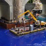 Schönes Malheur - Ein kleiner Unfallschaden beim Einbau wird im Nachhinein als Brückenbaustelle kunsvoll kaschiert.