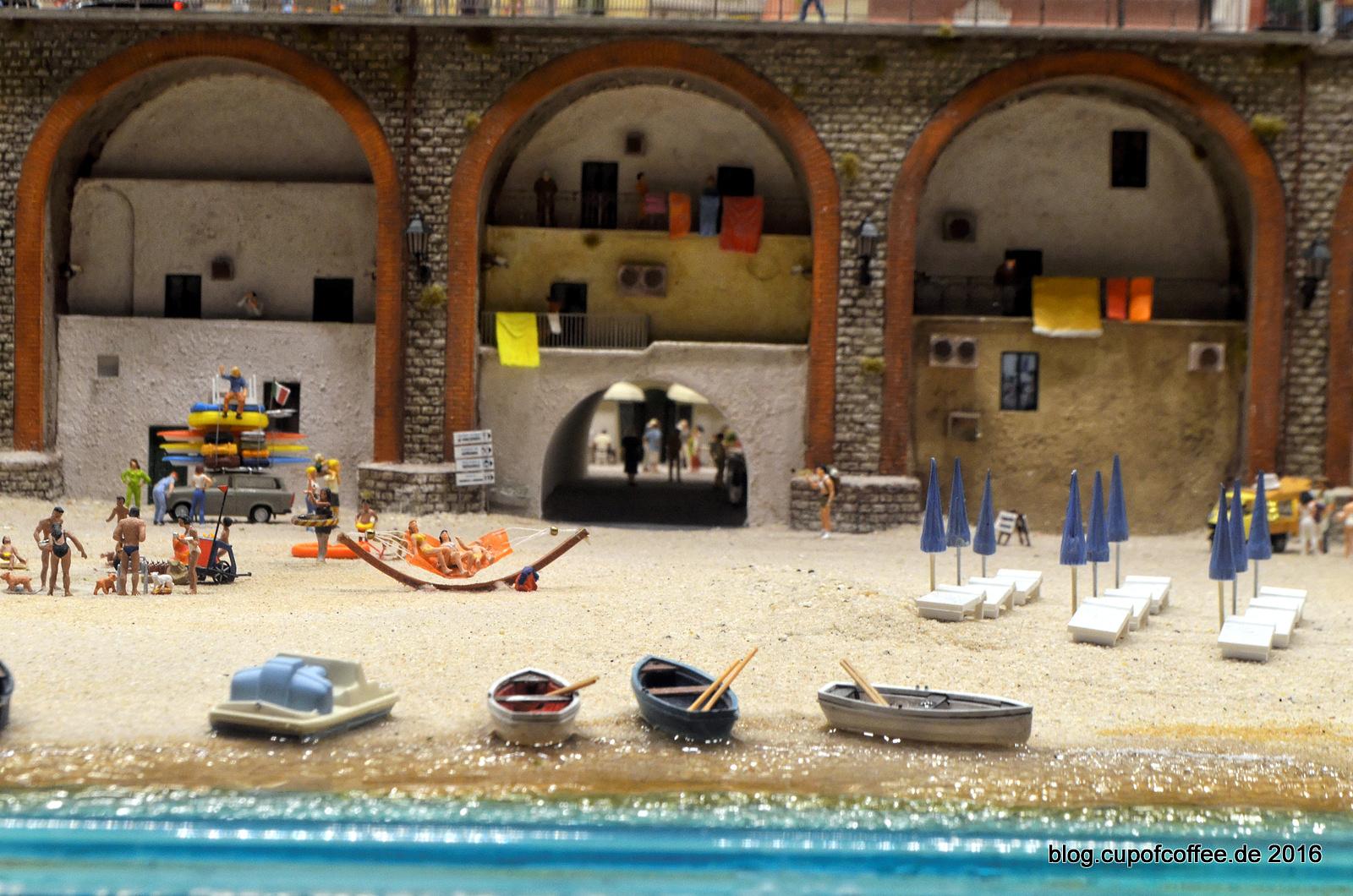 Boote am Strand von Atrani.