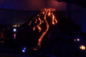 Der Miniatur Vesuv bricht aus