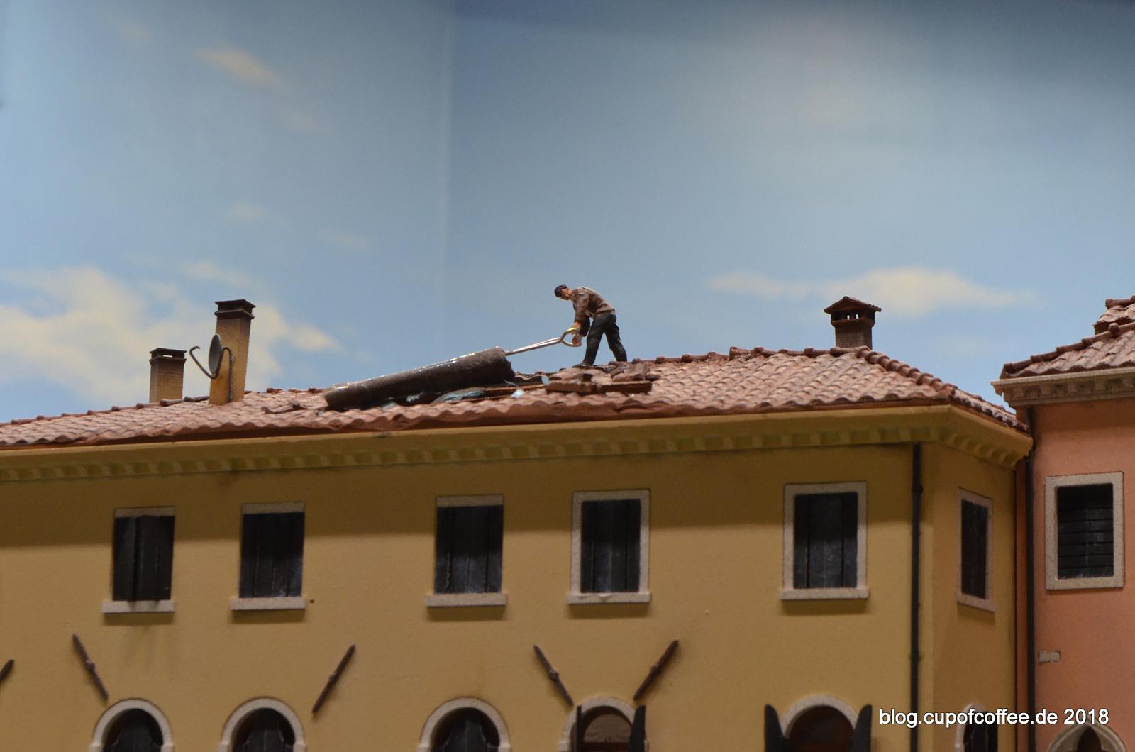 Wird ein Stück weiter oben noch am Dach gearbeitet.