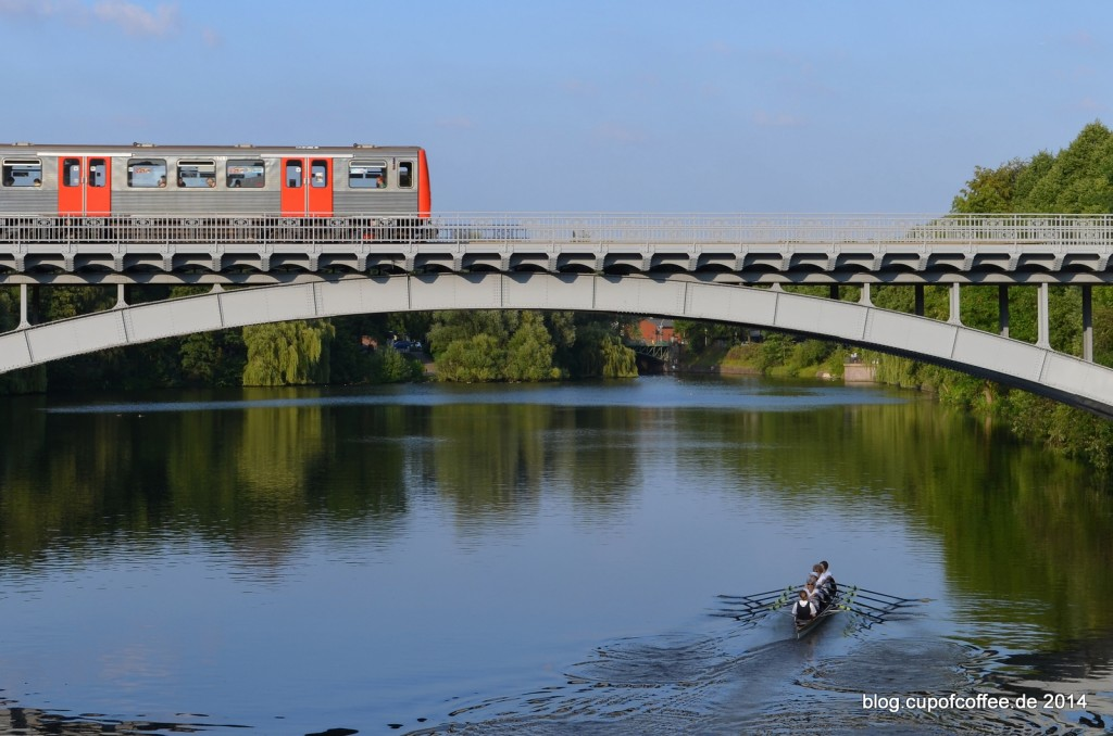 DT3_Hochbahn_Kamburg_U3_Brücke_Kuhmühlenteich