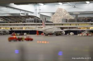 Die große Boing 777 der Air France darf direkt an der Pier parken.