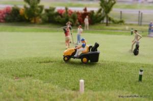 Einen Meter weiter oben wird munter Golf gespielt.