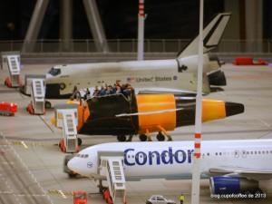 Ein seltener Anblick: Shuttle und Bummel auf dem Vorfeld.