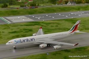 Der neue SriLankan A340 auf der Rollbahn.