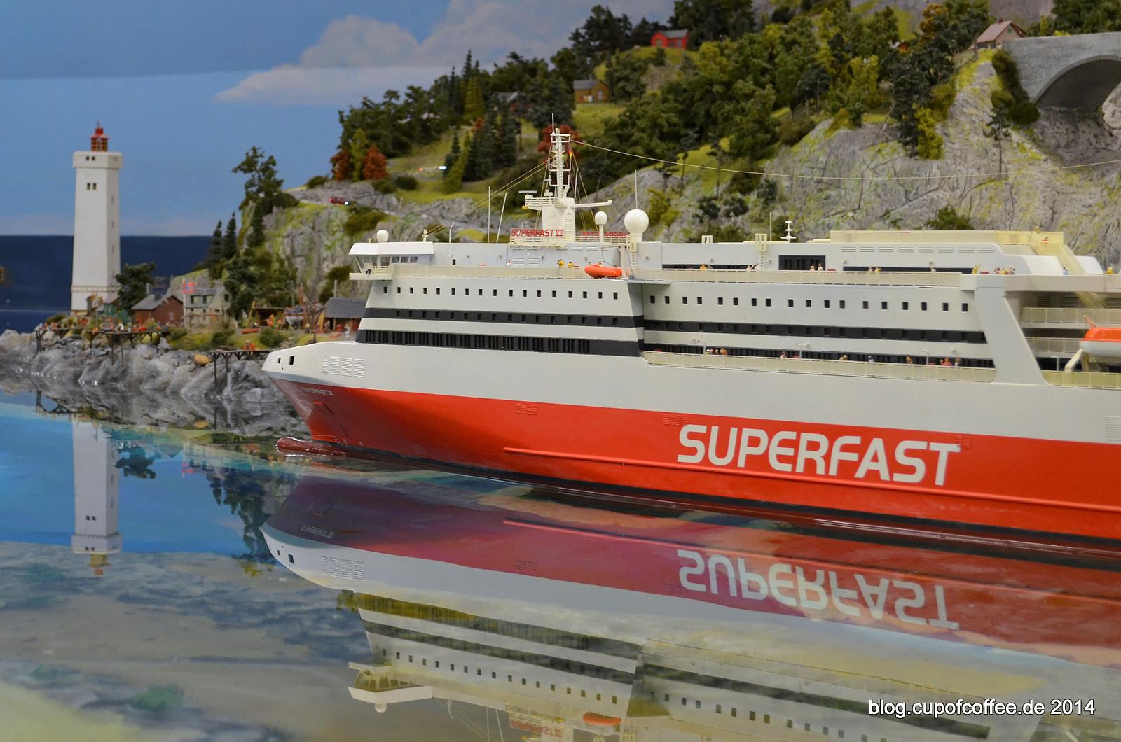 Majestätisch schippert die große Superfast die norwegische Küste hinab.