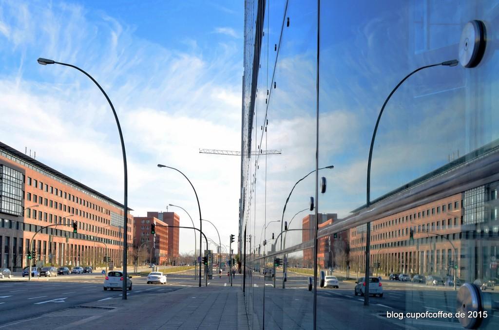 12-Spiegelung-Doppel-X-Hochhaus-Hamburg