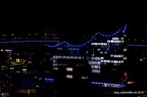 Schön blau leuchtet die kleine Elphi in die Nacht. Das MiWuLa wäre nicht das MiWuLa, wenn es dort nicht auch einen Miniatur Blue Port geben würde.