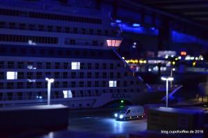 Was ist da los nachts in Bergvik Hafen? Ein suspekter Transporter hält bei der  AIDAblu.