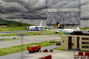 Zwei Giganten: Antonow AN 124 und Boing 747 am Runway von Knuffingen Airport