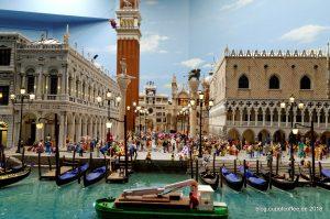 Vor Venedigs historischem Zentrum warten die Gondoliere