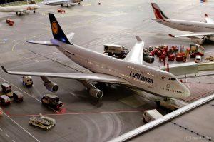 747 Lufthansa an der Pier